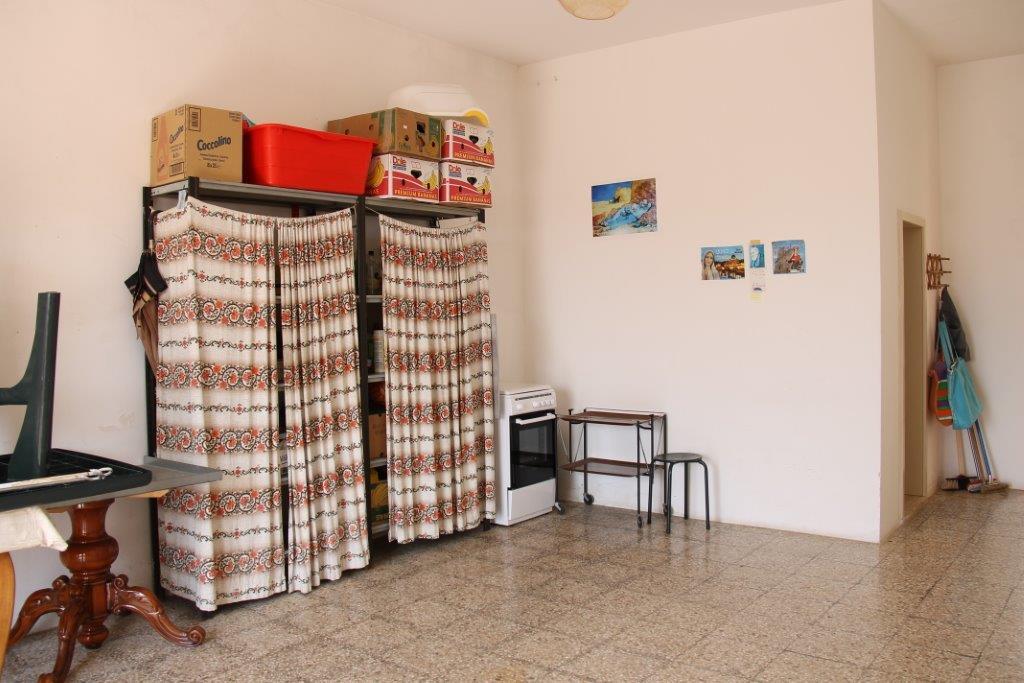 Ferilli immobiliare villetta al piano terra con giardino for Piano terra con 3 camere da letto con garage