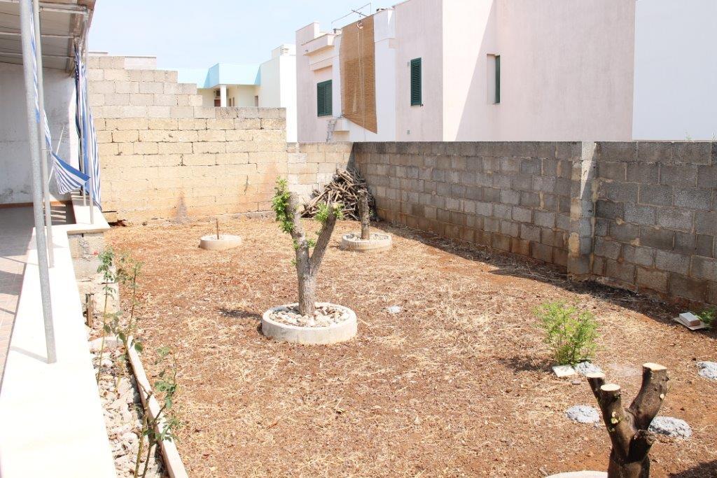 Ferilli immobiliare villetta al piano terra con giardino for 3 camere da letto 2 bagni piani piano aperto